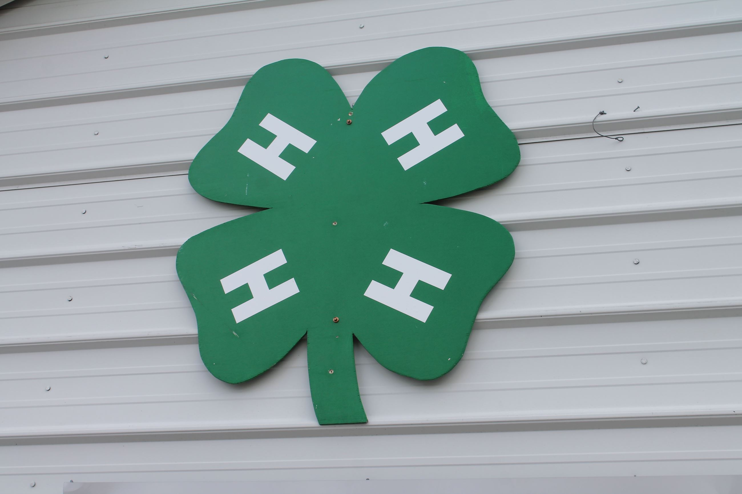 4H sign